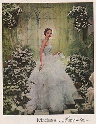 ORIG VINTAGE MAGAZINE AD/ 1950 MODESS SANITARY NAPKINS ADby: Beaton (Photographer), Cecil - Product Image